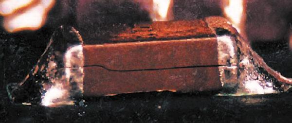 Трещина в компоненте (изображение из стандарта IPC-A-610E)