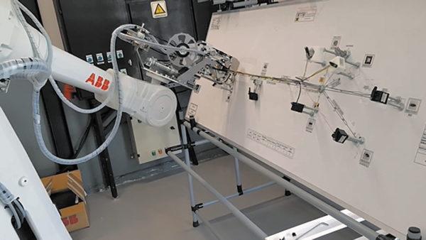 Робот для вязки проводов в жгуты